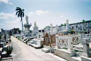 Rescatan en Cienfuegos patrimonio funerario al aire libre