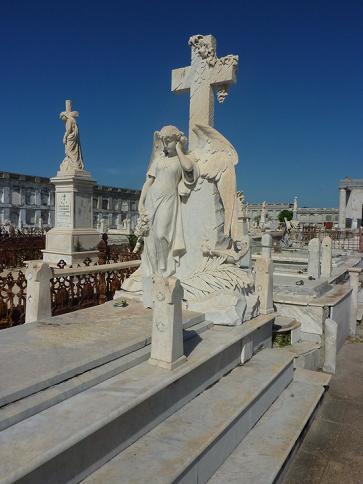 Cementerio de Reina: Un viejo camposanto prodigioso por el arte en Cienfuegos