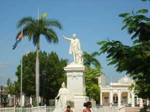 Escultores y mármoles italianos ennoblecen ciudad patrimonial cubana de Cienfuegos