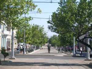 El Paseo del Prado de Cienfuegos, donde caminar es un disfrute