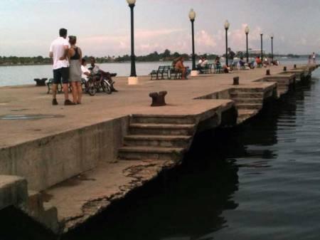 Muelle Real, en Cienfuegos: cita para los enamorados y la historia
