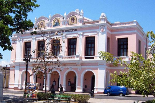 A un costo millonario reparación del teatro Terry de Cienfuegos