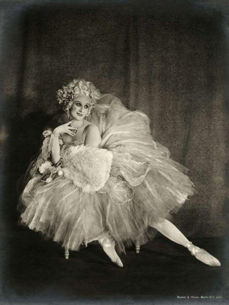 El 22 de marzo de 1915 la bailarina rusa Ana Pavlova se presentó en Cienfuegos